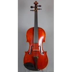 Violin med etikett: H. C. Silvestre Paris 1895.